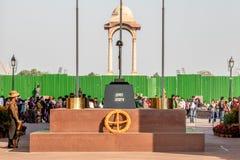 Nova Deli, ?ndia - em fevereiro de 2019 Amar Jawan Jyoti, memorial em India Gate em Nova Deli foto de stock