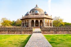 Nova Deli, ?ndia, o 30 de mar?o de 2018 - uma opini?o da paisagem Isa Khan Garden Tomb dentro do t?mulo de Humayun que ? um patri imagem de stock royalty free