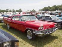 Nova-iorquino de Chrysler de 1957 vermelhos Fotos de Stock Royalty Free