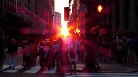 Nova-iorquinos que tentam capturar Manhattanhenge na câmera Imagem de Stock Royalty Free