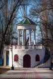 Nova Kakhovka, Ucrânia, o 13 de abril de 2018 - mandril branco no parque Imagem de Stock
