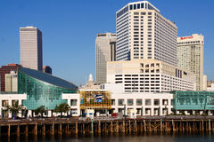 Nova Orleães - aquário e hotéis do beira-rio Fotos de Stock Royalty Free