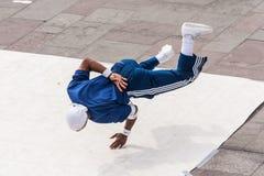 Nova Orleães, LA/USA - cerca do março de 2009: Os dançarinos masculinos novos executam uma dança da rua em Jackson Square, bairro Imagens de Stock