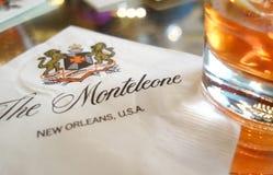 NOVA ORLEÃES, LA/USA -03-17-2019: Uma bebida de Sazerac da barra do hotel de Monteleone no bairro francês de Nova Orleães foto de stock royalty free