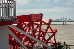 Nova Orleães - roda de pás, rio, e ponte Imagens de Stock Royalty Free