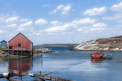 Nova Scotia-visserijloodsen met boot bij anker in haven stock afbeelding