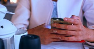 Nova tecnologia - meio no smartphone vídeos de arquivo