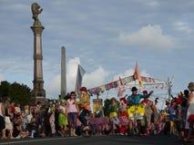 Nova Zelândia: grupo do palhaço da parada do Natal da cidade pequena Fotografia de Stock Royalty Free