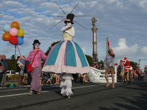 Nova Zelândia: mulheres do palhaço da parada do Natal da cidade pequena Imagens de Stock Royalty Free