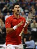 Novak Djokovic reagerar under matchen royaltyfria foton