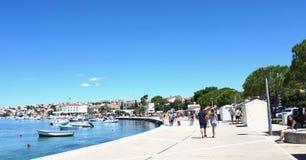 Novalja, Chorwacja, Jun 23, 2018 Nabrzeże w Novalja na pogodnym letnim dniu Obraz Royalty Free