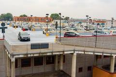 Novara, Ιταλία - 17 Οκτωβρίου 2016: Η οικοδόμηση αυτοκίνητο-στάθμευσης Στοκ Εικόνα