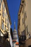 Novara Italien. Den gamla stadsmitten - vågbrytare Antonelli. arkivfoto