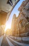 Novara, Italien - 17. Oktober 2016: Alte Paläste und Basilikahaube St. Gaudenzio, Novara, Italien Es wurde zwischen 1577 und 169  lizenzfreie stockfotos