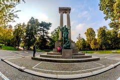 Novara Italien - Oktober 17, 2016: En stor monument i barn`en s parkerar av staden Royaltyfria Bilder