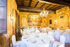Novara Piedmont Italien, villa Camilluccia 15 April 2017 Tabell som är förberedd för bröllopet Arkivfoto