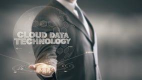 Novas tecnologias disponivéis de Holding do homem de negócios da tecnologia dos dados da nuvem ilustração royalty free