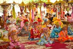 Novato en festival Poy-Cantar-largo en septentrional de Tailandia. imagen de archivo