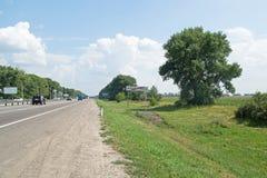 Novaya USMAN, RUSSIA - 1° agosto 2016: La strada principale M-4 indossa Fotografie Stock