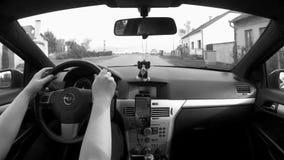 Nove Kopisty, чехия - 13-ое октября 2017: управлять автомобилем в деревне Nove Kopisty между старыми домами в осени видеоматериал