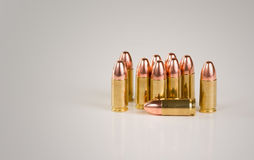 Nove (9) millimetro di ottone Shell Ammunition Fotografia Stock Libera da Diritti