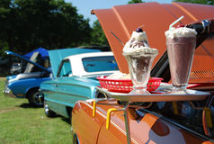 Novedades clásicas de los coches y del helado Imagenes de archivo