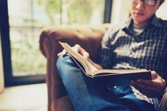 Novela de la lectura foto de archivo libre de regalías