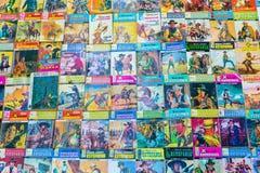 Novelas de moeda de dez centavos antigas de Marcial Lafuente Estefania foto de stock