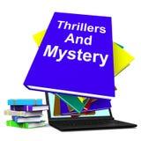 Novelas de suspense y libros de la ficción del género de las demostraciones del ordenador portátil del libro del misterio Fotografía de archivo