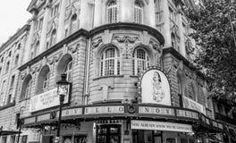 Novello teater i London - mamman Mia Musical - LONDON - STORBRITANNIEN - SEPTEMBER 19, 2016 Arkivfoton