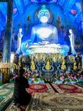 November 2018 - Chang Rai, Thailand - den blåa templet arkivfoton