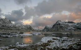 November-daglicht in Lofoten-eilanden royalty-vrije stock foto's