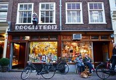 30 november 2013: de jongeren amuseert zich in Amsterdam van de binnenstad Royalty-vrije Stock Foto's