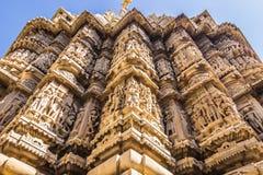 07 november, 2014: Detail van een Hindoese tempelmuur in Udaipur, Ind. Stock Fotografie