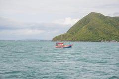 14 November 2014 - fiskeskeppet seglar i golfen av Thailand Pi Royaltyfri Fotografi