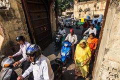November 03, 2014: Folk i gatorna av Jaipur, Indien Royaltyfri Fotografi