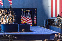 8 NOVEMBER, 2016, Gang voor Hillary Clinton Election Night in Jacob K Javitscentrum - trefpunt voor Democratische presidentiële b Stock Afbeeldingen