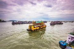 15 november, 2014: Groep reisboten in de kust Mumbai, Indi Royalty-vrije Stock Fotografie