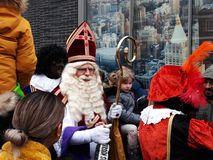 24-November-2018 Haga, holandie, Europa Świętujący przyjazd Holenderski Świątobliwy Nicholas, nazwany Sinterklaas z jego, jak zdjęcie royalty free