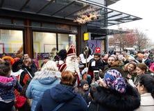 24-November-2018 Haga, holandie, Europa Świętujący przyjazd Holenderski Świątobliwy Nicholas, nazwany Sinterklaas z jego, jak fotografia royalty free