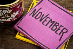 November-herinneringsnota met koffie Royalty-vrije Stock Foto's