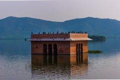 04 november, 2014: Het inbouwen van het meerpaleis in Jaipur, India Royalty-vrije Stock Foto's