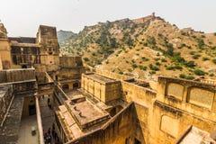 04 november, 2014: Landschap rond Amber Fort in Jaipur, binnen Stock Afbeeldingen