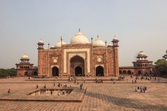 2. November 2014: Moschee nahe Taj Mahal in Agra, Indien Lizenzfreie Stockfotos