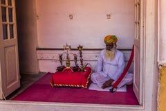 05 november, 2014: Oude mens in het Mehrangarh-fort in Jodhpur, binnen Stock Fotografie