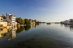 07 november, 2014: Panorama van Pichola-meer in Udaipur, India Stock Fotografie