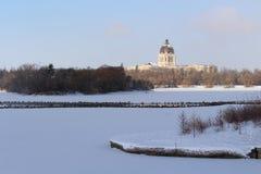 November platser av Saskatchewan lagstiftande församlingbyggnad badade i solljus Fotografering för Bildbyråer
