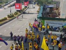 19. November 2016 Sammlung Kuala Lumpur Malaysiaâ-€™s Bersih 5: Protestierender wiegen die Kosten von Aktion unter einem repressi Lizenzfreies Stockbild
