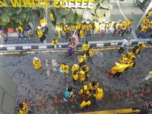 19. November 2016 Sammlung Kuala Lumpur Malaysiaâ-€™s Bersih 5: Protestierender wiegen die Kosten von Aktion unter einem repressi Stockbild