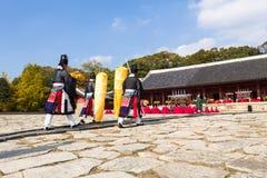 1 November 2014, Seoul, Sydkorea: Jerye ceremoni i den Jongmyo relikskrin Royaltyfri Fotografi